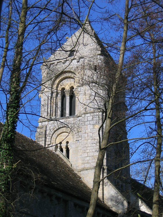 Le clocher de l'eglise Saint-Pierre de Thaon